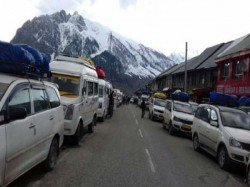 Srinagar Leh Highway Closed Due Landslides Tourists Are Distress
