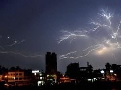Lightning Hits Multi Storied Building On Ekadalia Road Kolkata