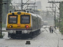 Heavy Rain Cripples Mumbai 4 Dead Including 13 Year Old Girl
