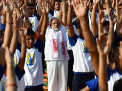Prime Minister Modi Leads 50 000 People On International Yoga Day Dejhadun