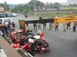 Accident Howrah S Shalap While Riding On Luxurious Car