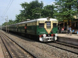 A Woman Is Short Died Due Electrified Overhead Line Train At Hoogly