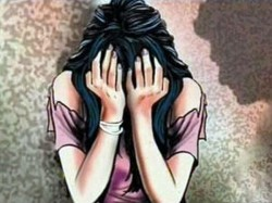 Miscreants Allegedly Molests Housewife Front Her Husband At Sodepur Rail Stattion