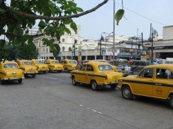Alleged Snaching A Moving Taxi Kolkata Police Started Investigation