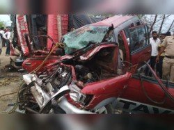 People Dead 3 Injured A Road Accident Maharashtra