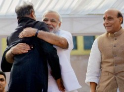 Ashok Gehlot Is The Only Congress Leader Who Got Hug From Narendra Modi