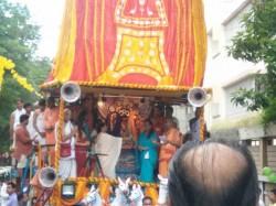 Cm Mamata Banerjee Starts Iskcon S Rath Yatra At Kolkata