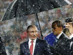 Putin S Umbrella Steals The Lights World Cup 2018 Trophy Presentation Churns Twitter Troll