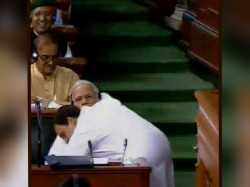 Congress President Rahul Gandhi Embraces Pm Narendra Modi After His Speech