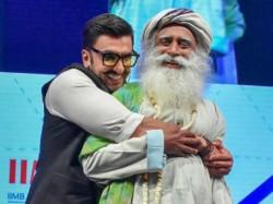 Ranveer Singh Dances Away With Spiritual Guru Sadhguru Watch The Video