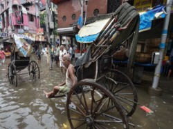 Several Places Kolkata Is Water Logged Due Over Night Rain
