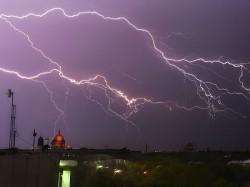 Thunder Lightning Struck On Youths Boyfriend Is Died