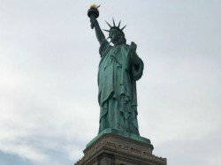 Woman Climbs Up Statue Liberty Protest Against Trump S Zero Tolerence Policy