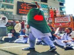 Bus Owners Workers Bangladesh Decided End Their Undeclared Strike From Monday