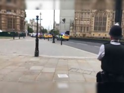 A Car Hit The Security Wall The British Parliament House Police Suspect Terrorist Attack