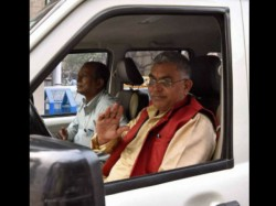 West Bengal Bjp President Dilip Ghosh S Car Attacked Tmc Workers Bankura