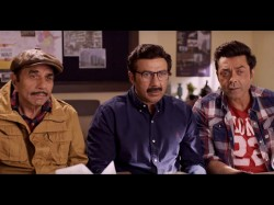 Yamla Pagla Deewana Phir Se Movie Review Dharmendra Starrer Film Hits Screen