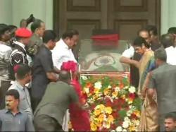 Madras High Court Pronounces Verdict M Karunanidhi Get Burial Marina Beach