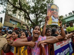 Get The Live Updates Dmk Chief M Karunanidhi S Last Rites