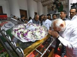 Narendra Modi Pays Last Respect M Karunanidhi Chennai