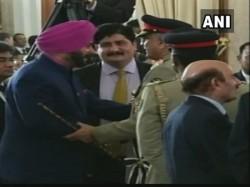 Navjyot Singh Sidhu Creates Controversy Embrace Pak Army Chief