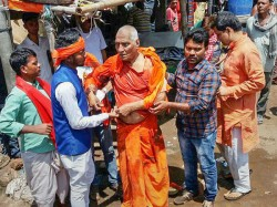 Swami Agnivesh Was Attacked On The Way Pay The Last Respect To Vajpayee
