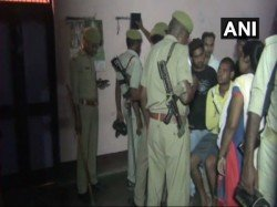 Police Recovered Bodies A Man His Wife Three Daughters From Locked House Allahabad
