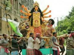 A Organization Threatens Burn The Durga Pandal At Santoshpur Lake Pally