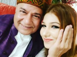 Bigboss 12 Anup Jalota Jasleen Mathru Relationship Sparks Controversy In The House