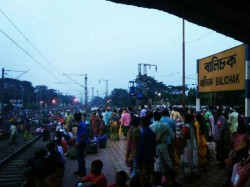 Se Railway Has Cancelled 24 Express Train Due Rail Blocked Adivasis