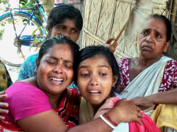 Tmc Minister Mla Meet With Died Student Family At Islampur