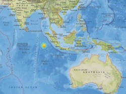 Indonesia Earthquake Tsunami Warning Issued After Powerful 7 7 Magnitude Quake