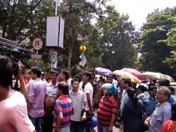 Road Blocked The Parents Jadavpur Vidyapith Due Protest Against Lottery System In School Admission