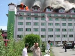 Fire Breaks At Pamposh Hotel Jammu Kashmir S Srinagar