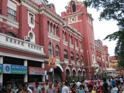 Kolkata Municipal Corporation Meet Puja Organisers On Various Issues