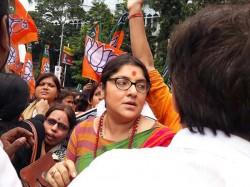 Bjp Mahila Morcha Leader Locket Chatterjee Arrested From Moulali