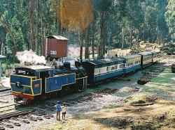 Uk Couple Hires Entire Train Spend Honeymoon Hills