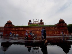 Suspected Isis Terrorists Arrested Near Delhi S Red Fort