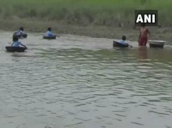 Assam District Children Cross The River Go School Aluminum Pot S Boat S
