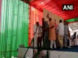 Bjp Left Red Faced As Leaders Fight At Vasundhara Raje Rally Alwar
