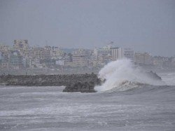 Cyclone Daya Hits On West Bengal Also Flow Tide Digha