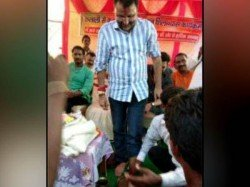 Bjp Worker Washes Mp Nishikant Dubey S Feet Then Drinks The Same Water Viral Video
