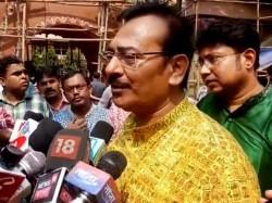 Kolkata S Suruchi Sangha Puja Starts On Mahalaya Tollywood Actresses Accompanying Arup Biswas