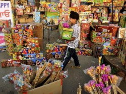 No Diwali Firework At Malls Market Here S What Explains It