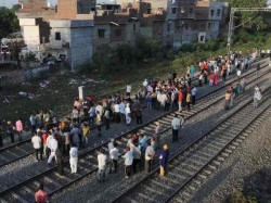Injured Dead Robbed Belongings After Amritsar Train Accident