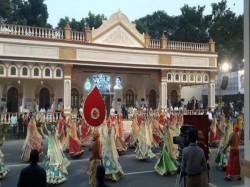 Get Live Updates Kolkata Durga Puja Carnival