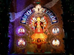 City Kolkata Is Flooded With People Durga Puja On Maha Panchami