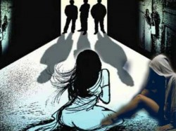 A Young Lady Jumps From Roof Third Floor Apartment After Gang Raped