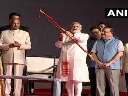 Prime Minister Modi President Kovind Take Part Dusshera Celebrations At Delhi S Lal Qila Maidan