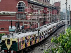 Record Passenger At Sealdah Division Eastern Railways During Puja Days